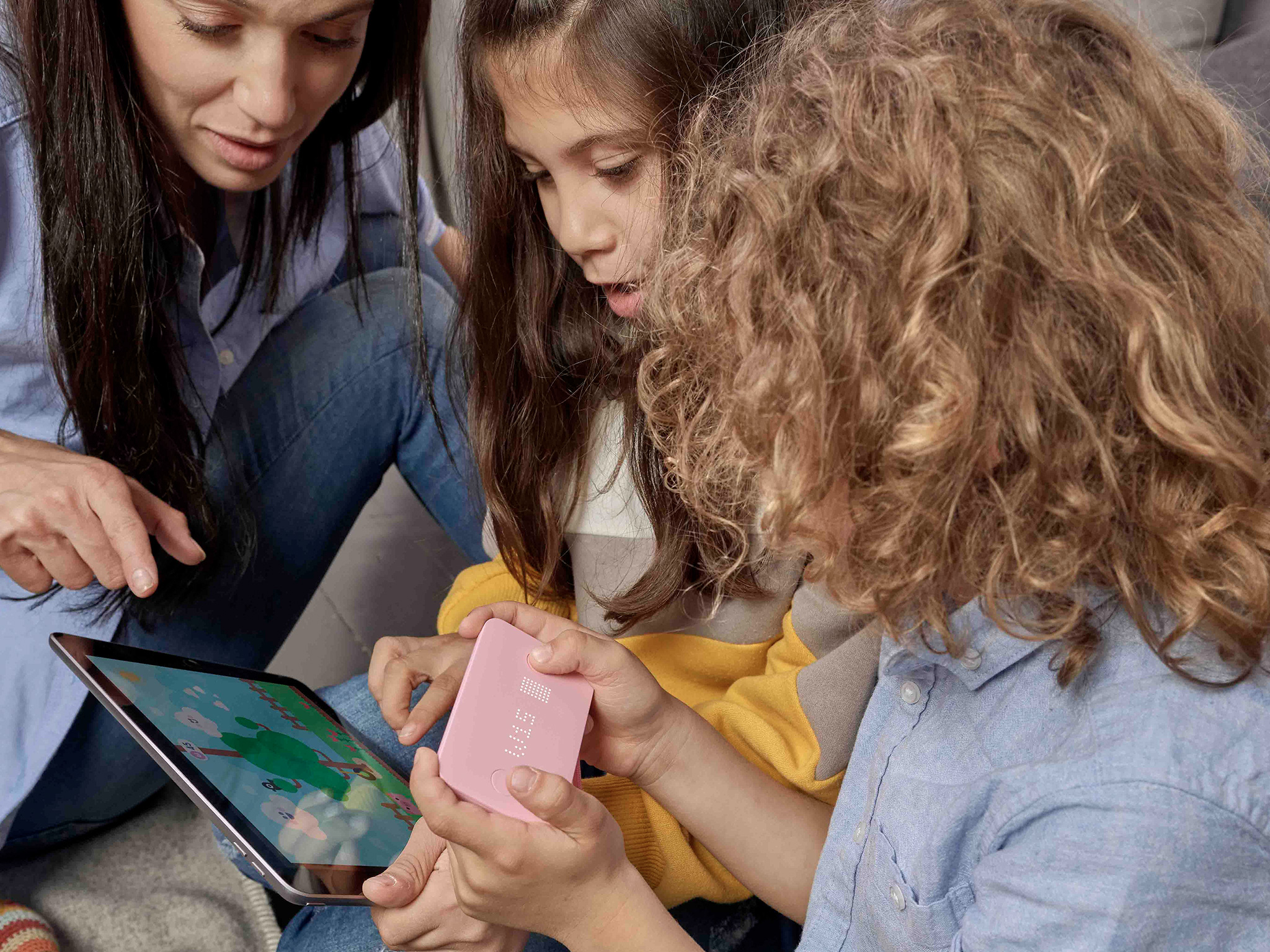 Mom and kids with Pigzbe